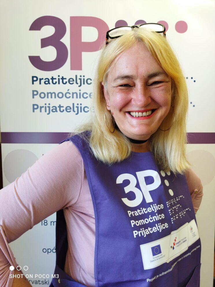 Ovo je Branka, ili kako od milja kažemo - Brankica. Uvijek nasmijana i vesela obilazi svoje korisnike i pomaže im na osnovu njihovih potreba. Korisnici je vole i hvale.